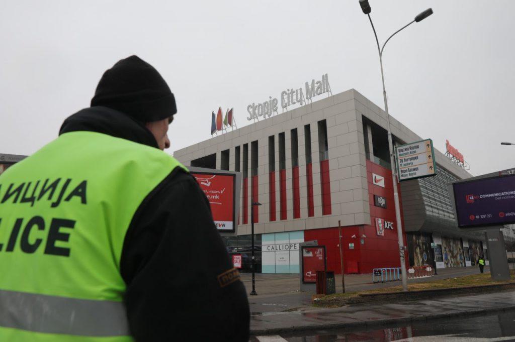 """МВР: Полицијата го евакуира и го пребарува """"Сити мол"""" по дојавата за подметната бомба"""