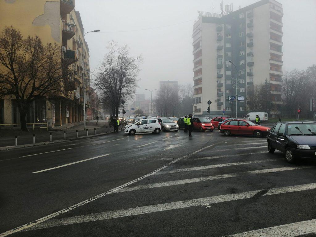 ПРОТЕСТ ВО ЦЕНТАРОТ НА СКОПЈЕ: Блокиран дел од булеварот Кирил и Методиј порадки скап паркинг