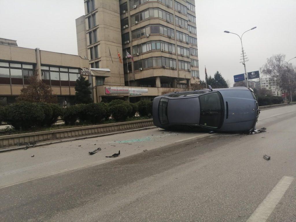 Утрово нова сообраќајка во Скопје: Се истумба БМВ на булеварот К. Ј. Питу кај НБМ