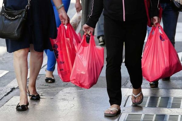 НОВ ЗАКОН: Од 1 декември по 15 денари ќе се наплаќаат пластичните кеси во маркетите во Македонија