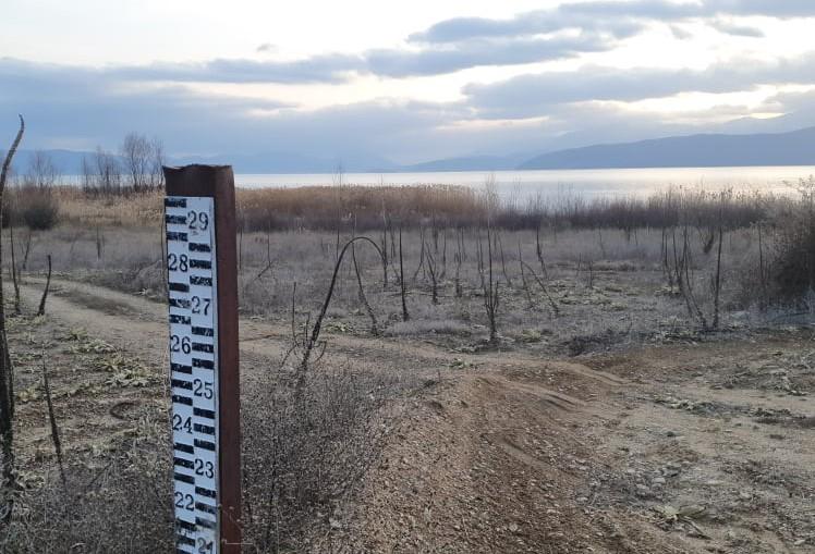 УХМР: Водостојот на Охридско се подига, но се суши и станува мочуриште Преспанското Езеро