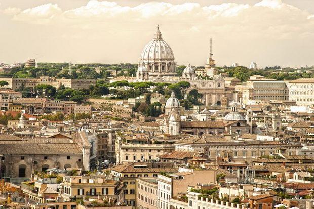 Во Рим уапсена Американка која во 2002 година го убила и запалила сопругот