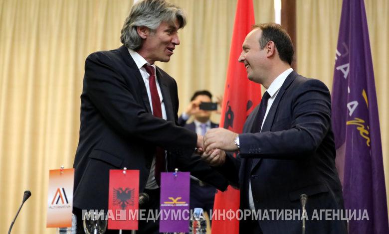 СЕЛА И ГАШИ ПОТПИШАА: 12 април е ден на референдум за Албанците!