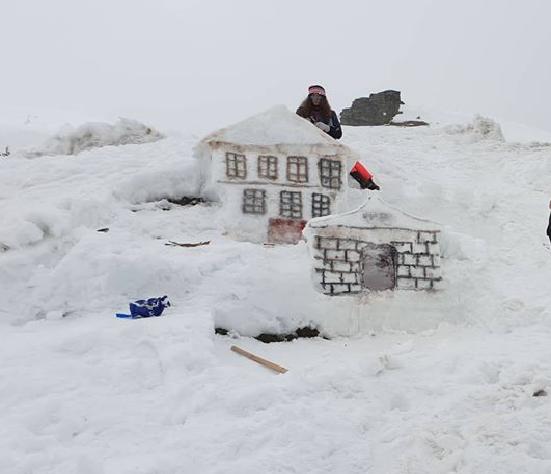 В НЕДЕЛА НА ПОПОВА ШАПКА: Почнува изградбата на годинашниот Снежен град
