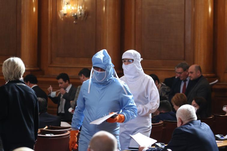 БУГАРИЈА: Пратеникот Хасан Адемов е позитивен на Ковид-19, ќе биде тестиран цел парламент