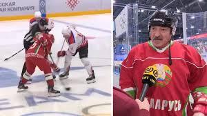 Белорускиот претседател Лукашенко играше хокеј пред полни трибини