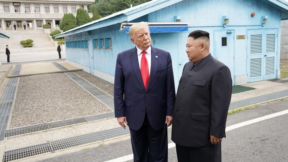 Болтон не исклучува четврта средба меѓу Трамп и Ким Џонг Ун