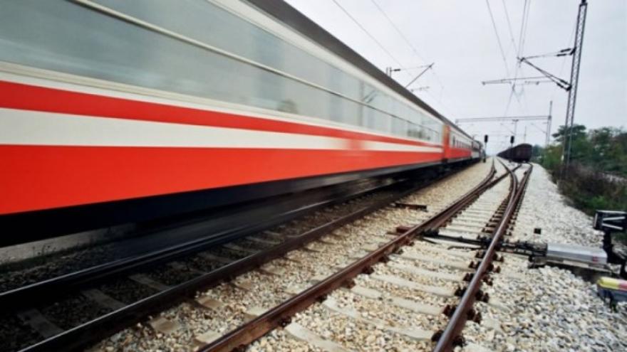 Франција: Со возови се евакуриаат болни од коронавирус од источниот дел на земјата