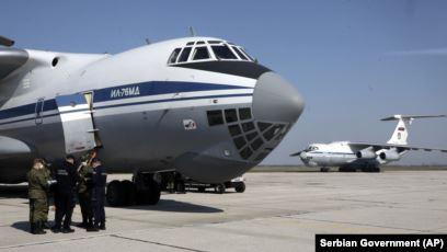 ПОМОШ ЗА СРБИЈА: Во Батајница слетаа 11 руски авиони со медицинска опрема и лекари