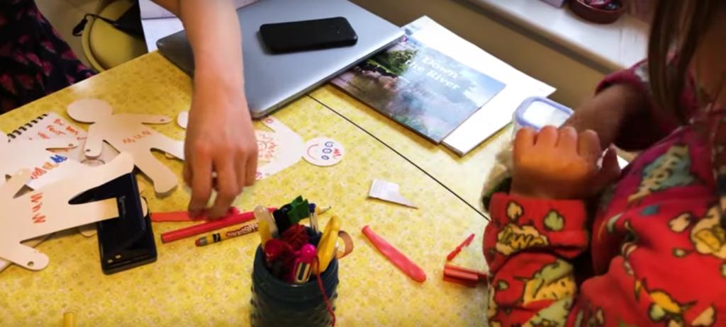 ПСИХОЛОЗИ СОВЕТУВААТ: Децата не мора да знаат се за чудовиштето што ги затвори дома