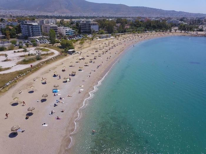 ГРЦИЈА ГИ ОЛАБАВИ МЕРКИТЕ: Од денеска музика и алкохол на плажите и целосно отворени кафулињата и рестораните