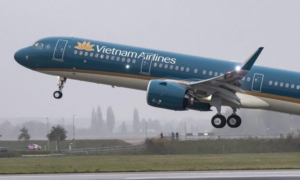 Виетнам: Отпуштени 27 пилоти поради аферата лажни пилотски дозволи во Пакистан