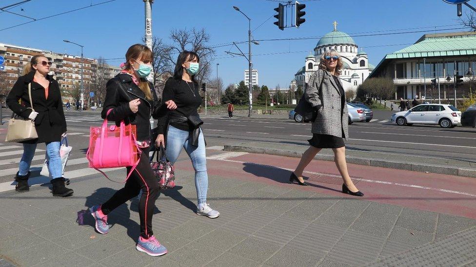 Со растот на бројот на заразени, Србија од утре со нови рестриктивни мерки