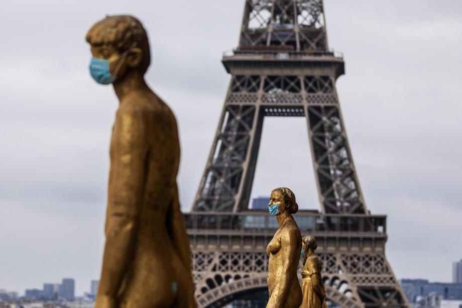 Во Франција, бројот на новозаразени со коронавирусот на највисоко ниво од крајот на мај