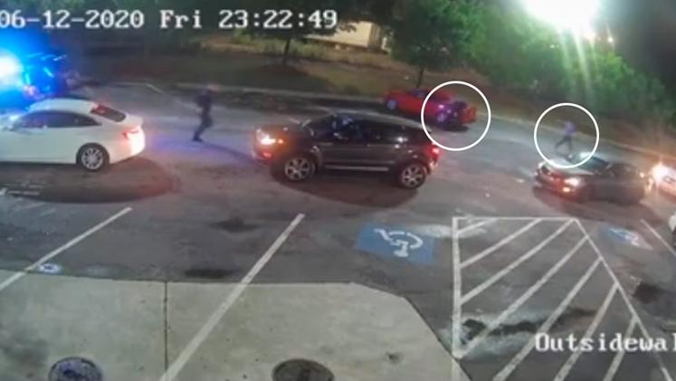 Полицијата во Атланта застрела Афроамериканец в грб (ВИДЕО)
