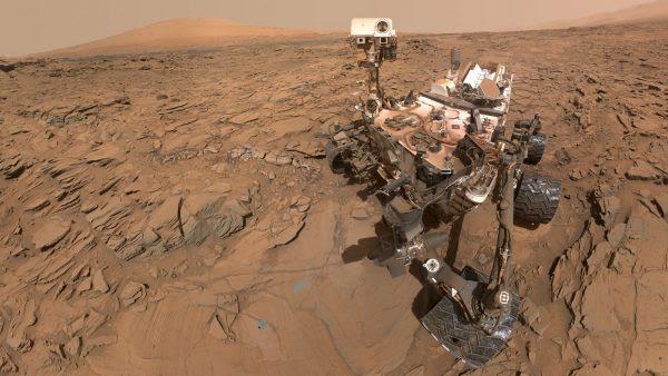 Возило на НАСА се подготвува да земе прв примерок од карпа на Марс