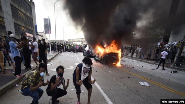 БЕЛАТА КУЌА: Министерството за правда Антифа ја смета за домашна терористичка група во САД