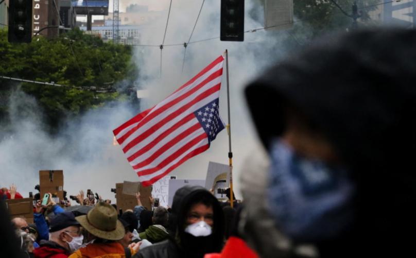 """ТРАМП ЗА """"ШАРЕНАТА РЕВОЛУЦИЈА"""" ВО САД: Њујорк, повикај ја Националната гарда, дејствувај брзо, тепачи и губитници те уништуваат"""