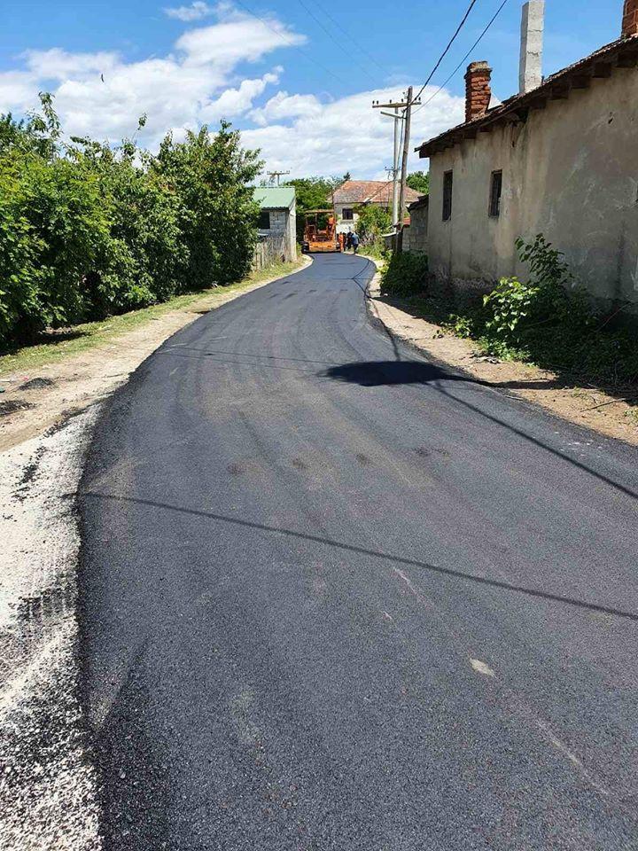 (фото) СУГАРЕСКИ: Капиталните проекти земаат се поголем замав – се асфалтира патот од Кадино до Галичани