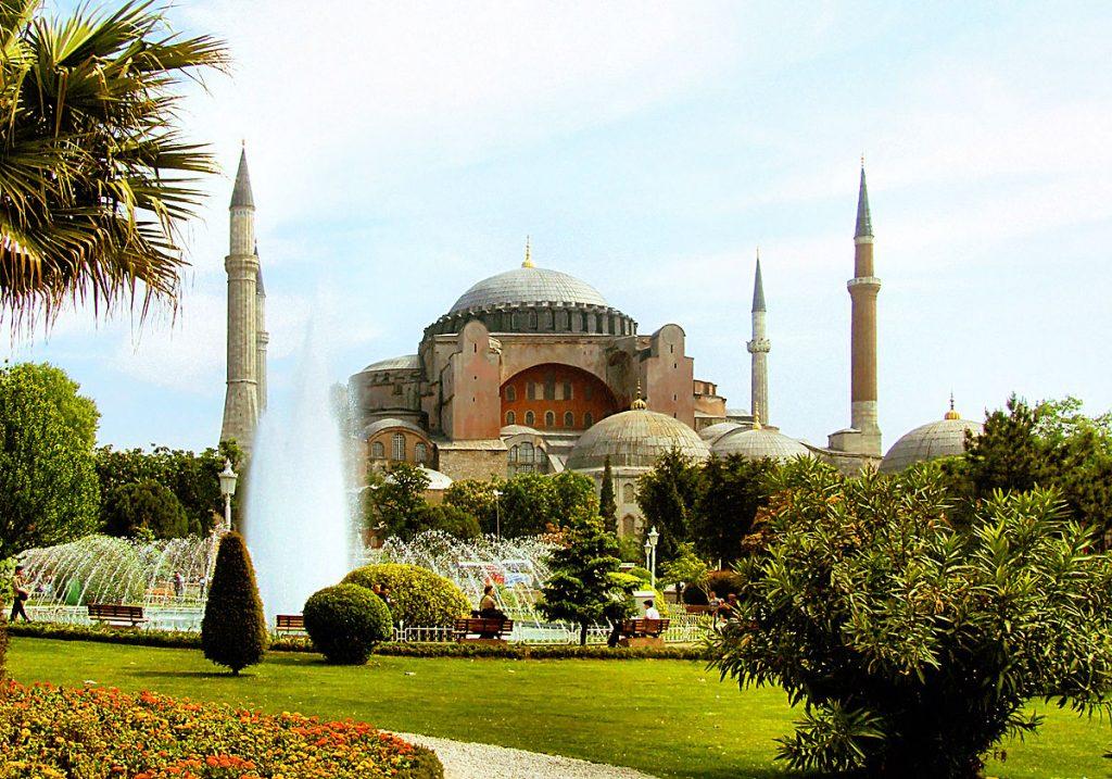 ВРХОВЕН СУД НА ТУРЦИЈА: Одлука за петицијата за пренамена на Света Софија од музеј во џамија