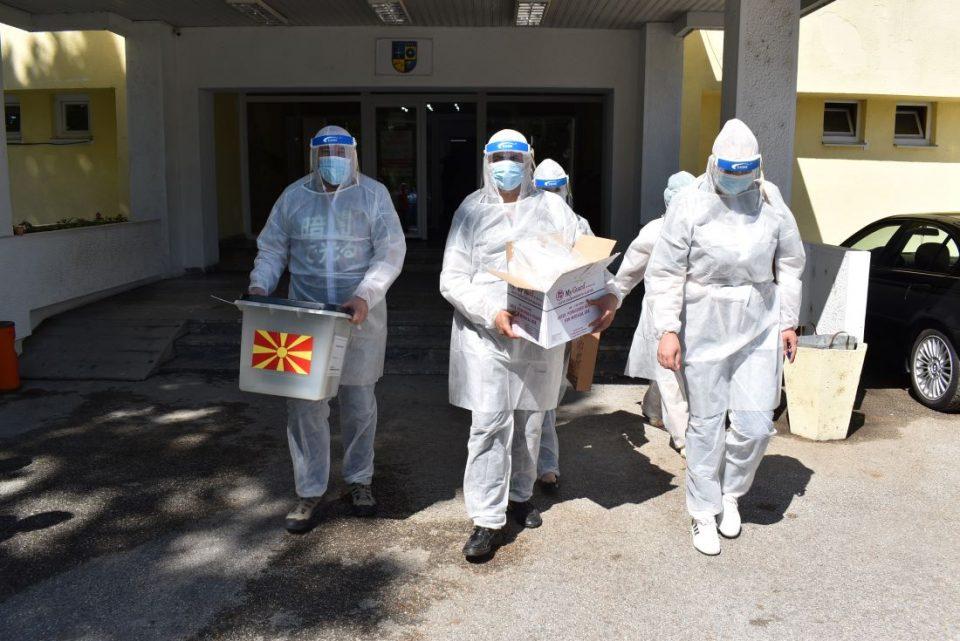 ИЗБОРИ 2020: Вчера гласаа лицата со Ковид-19, а денеска болните, немоќните и затворениците