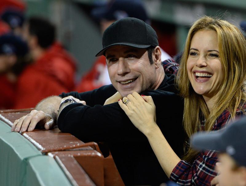 ЗГАСНА УШТЕ ЕДНА ЅВЕЗДА: Почина глумицата Кели Престон, објави нејзиниот сопруг Џон Траволта