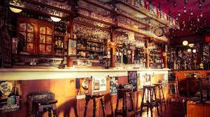 Ирска: Одложено отоврањето на баровите поради раст на бројот на новозаболени од Ковид-19