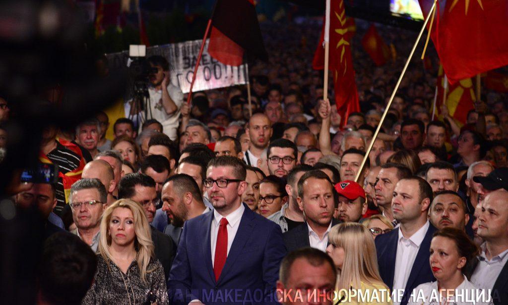 АНКЕТА НА ИПИС: ВМРО-ДПМНЕ со Обнова на Македонија ќе победи на изборите, а Мицкоски е со најголем рејтинг меѓу политичките лидери