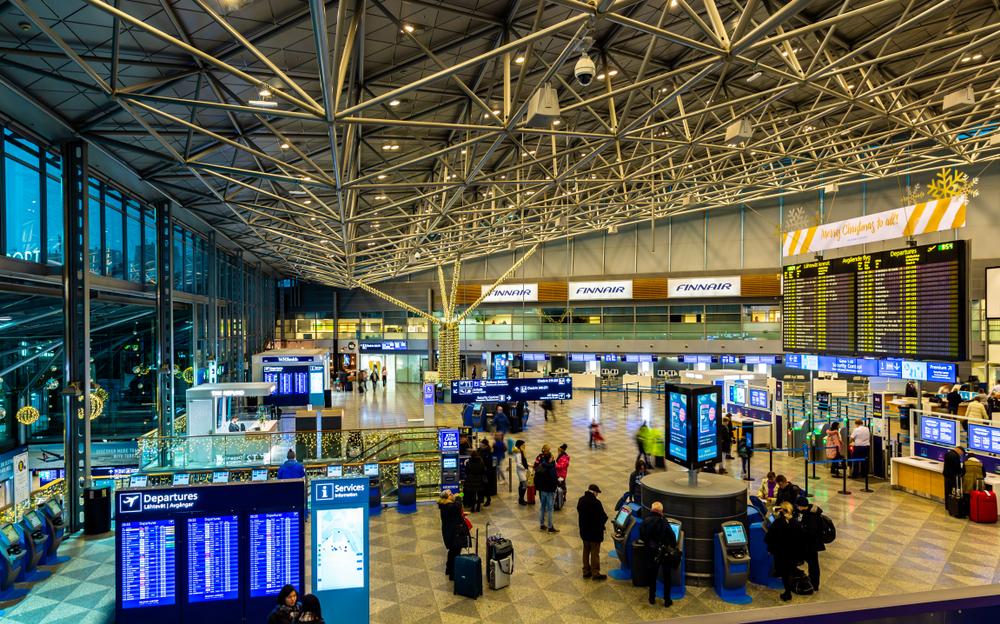 МЗ: Ниеден од заразените патници во авионот од Скопје за Финска немал решение за изолација поради Ковид-19