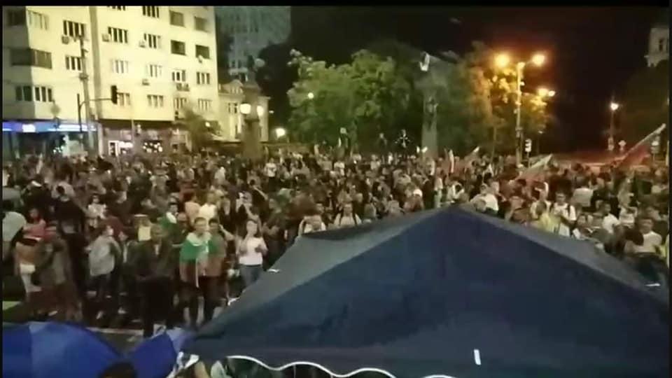 ФОТО ГАЛЕРИЈА: Во Софија илјадниците демонстранти повторно ги поставија шаторите