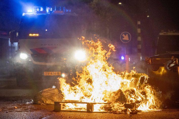 ХАГ: Уапсени 27 луѓе по протестите поради хидранти