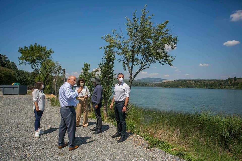 МАНЧЕВСКИ НАЈАВИ СМАРТ ТУРИЗАМ: Смарт ќе бидат и клупите и кантите за отпадоци крај езерото Младост