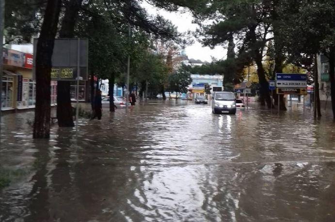 УХМР ПРЕДУПРЕДУВА: Врнежите може да доведат до излевање на помалите реки и поплави