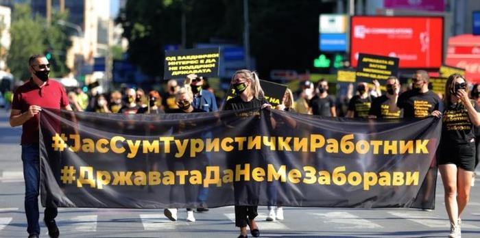 ПРОТЕСТ НА ТУРИСТИЧКИТЕ РАБОТНИЦИ: Ниту една земја од Балканот и во светот нема протокол за автобуси и авиони како Македонија