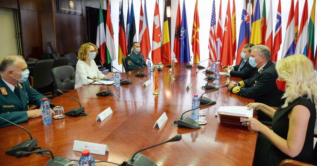 ШЕКЕРИНСКА СО АДМИРАЛ РОБ БАУЕР: Холандија и С. Македонија имаат извонредна историја на соработка во одбраната