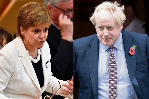 Велика Британија: Џонсон не ја сака шкотската премиерка Старџен на седница на Владата