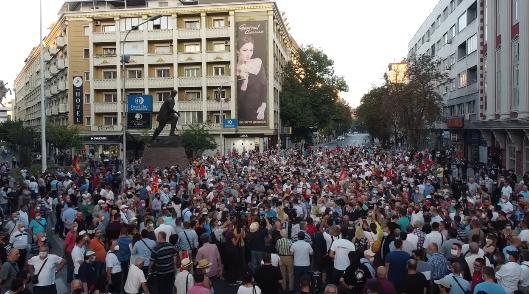 ДВА ПРОТЕСТА ПРОТИВ ПОСКАПАТА СТРУЈА: Во 14 часот марш на ВМРО-ДПМНЕ, а во 18 и на КСОМ