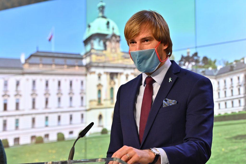 ЧЕШКА: Оставка на министерот за здравство поради зголемениот број случаи на коронавирус
