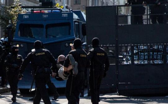 Протест во Минск, уапсени десетици луѓе