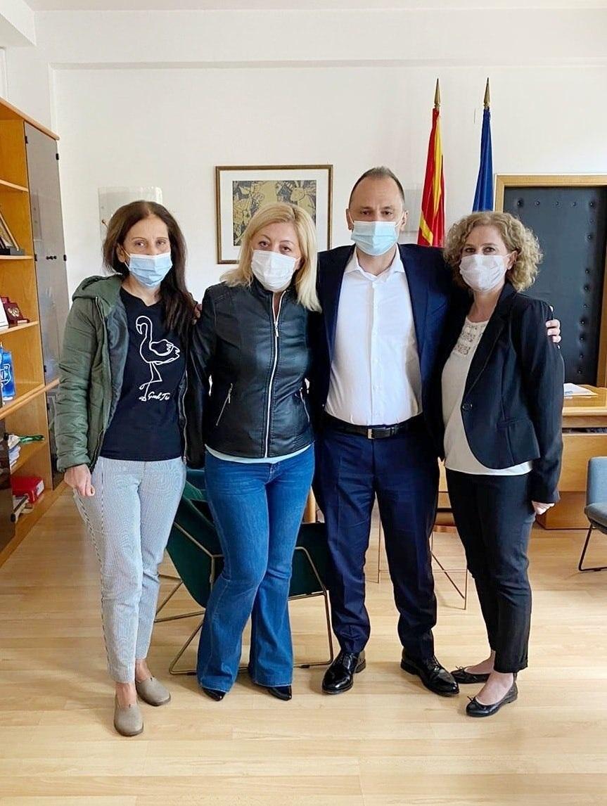 ФИЛИПЧЕ: Утрово се сретнав со Зорица, Силвана и Дивна и ги поканив да останат на Клиниката