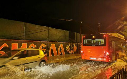 НЕВРЕМЕ ВО ГРЦИЈА: Загинаа две лица од циклонот Јанос, спасени 619