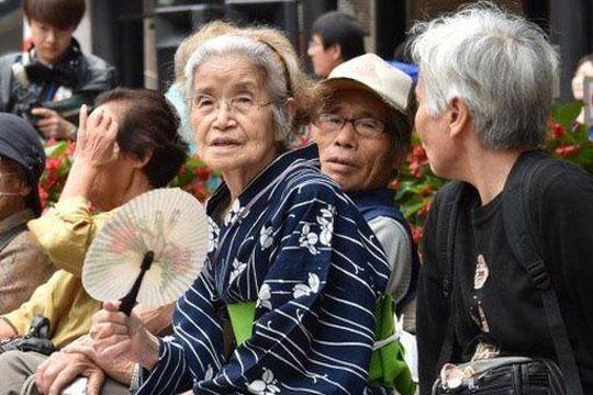 ДОЛГОВЕЧНИ: Јапонија има над 80.000 стогодишници, најстарата жена има 117 години, а 110 најстариот маж