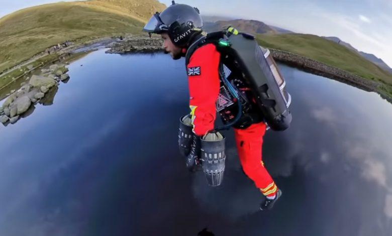 Во Англија: Болничари тестираат летачки костим за давање побрза итна помош