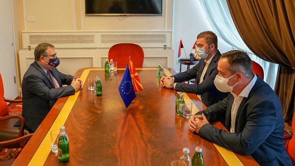МИЦКОСКИ И НИКОЛОВ СО ТИМОНИЕ: Македонја е во тешка економска и здравствена состојба