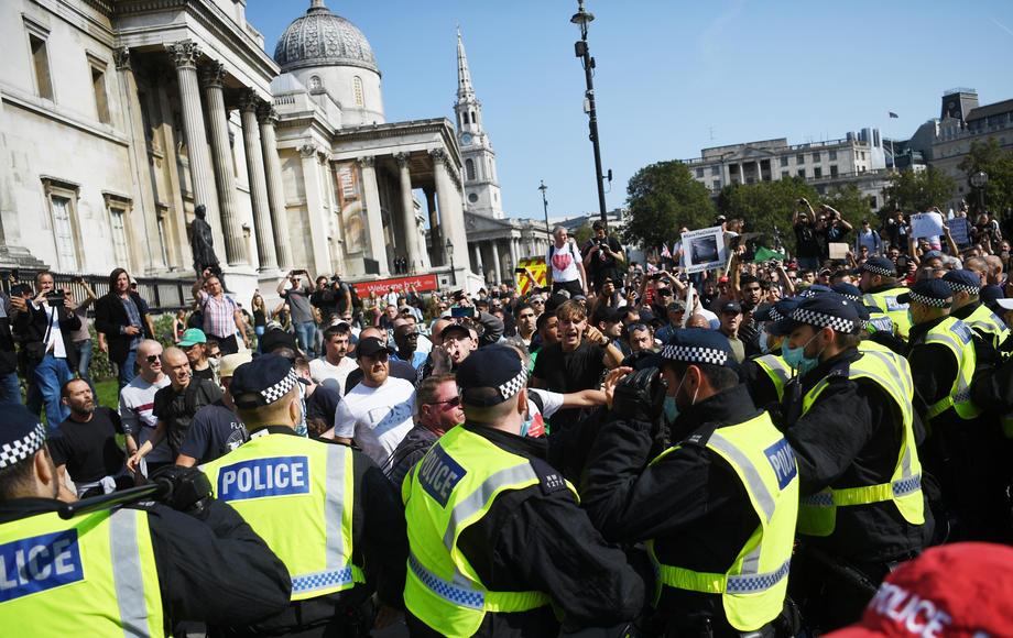 Повеќе од 150.000 отпечатоци од прсти, ДНК и досиеја за апсења се избришани од базата на податоци на британската полиција