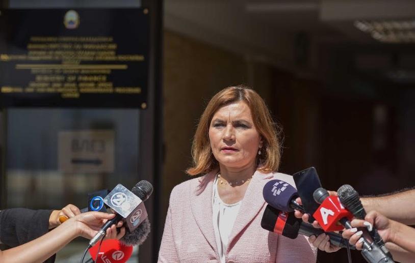 УТРЕ ПРОТЕСТ: Шахпаска ги повикува на работа, родилките и мајки на деца до 6 години доаѓаат пред Владата