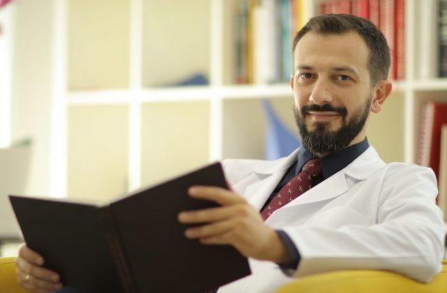 Д-р Митoв: Дружењето го намалува ризикот од депресија!