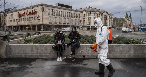 Во Унгарија рекордни 1.791 новозаразени со коронавирусот