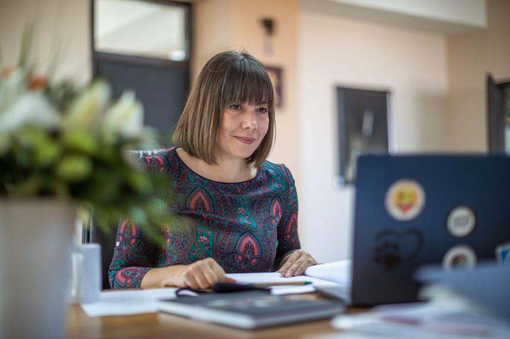 МОН: Царовска неделава секој ден на средби и дебати за реформата во основното образование