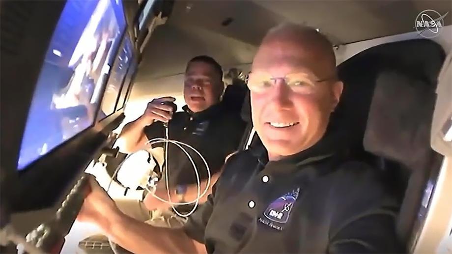 НАСА: Капсулата на Спејс-Икс со 4 астронаути пристигна на МВС